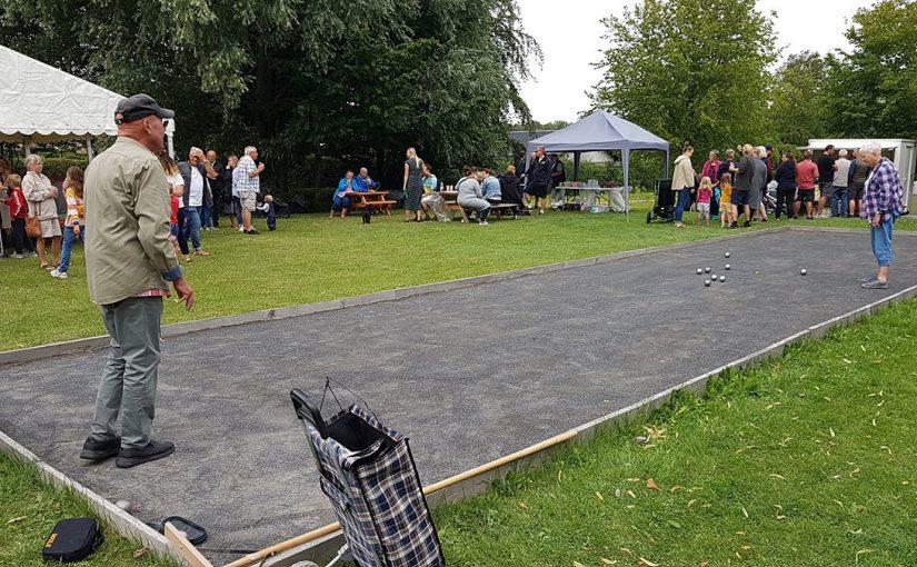 En festlig indvielse af legepladsen